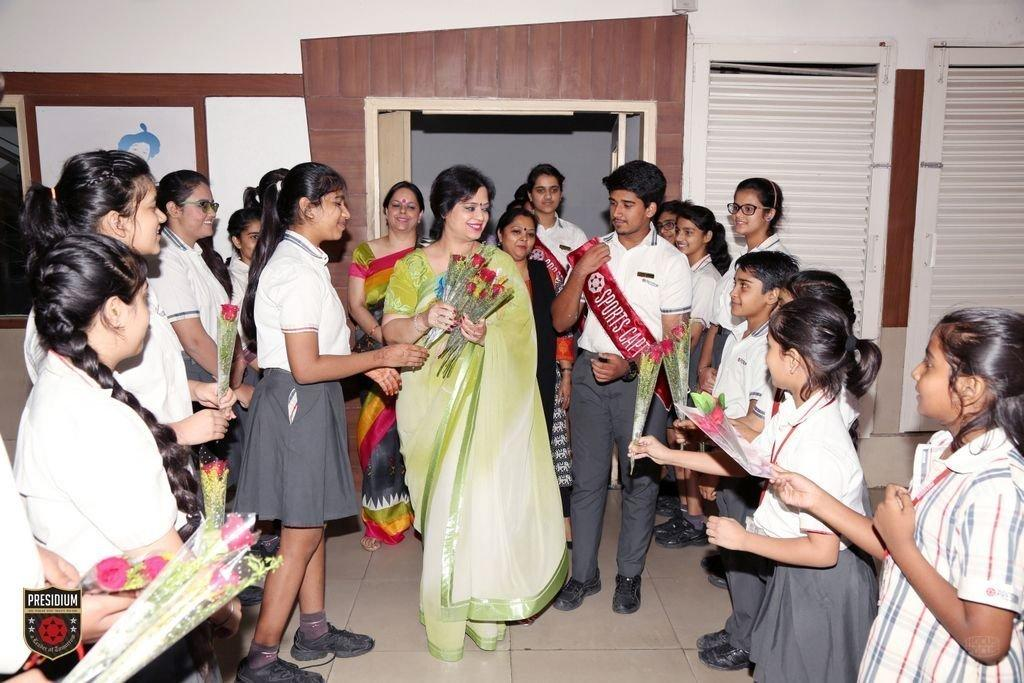 Chairperson HONOURS STUDENTS FOR ACADEMIC EXCELLENCE AT PRESIDIUM ASHOK VIHAR