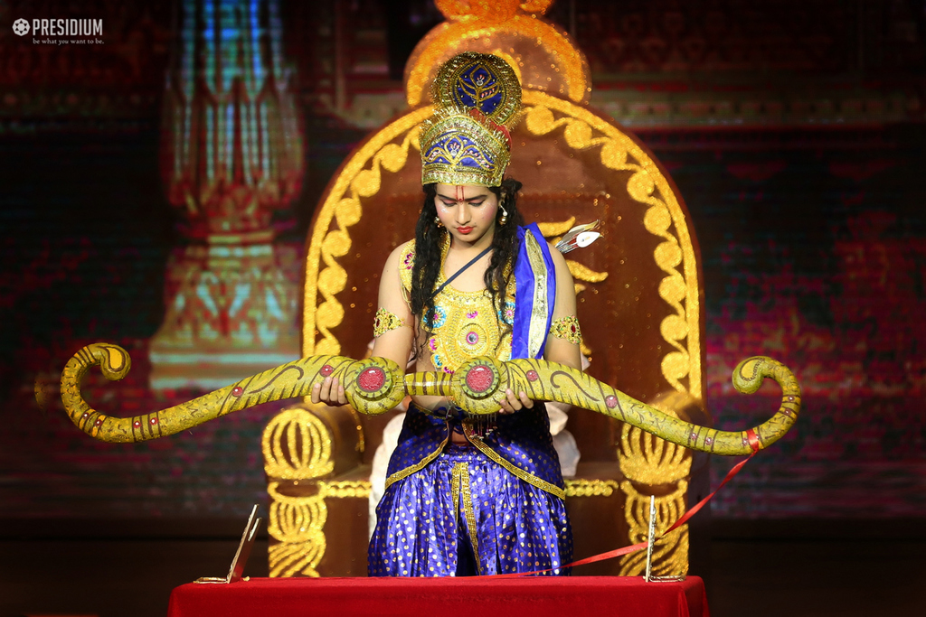 PRESIDIUM PULLS THE CURTAINS TO NAVRAS, A THEATRICAL EXTRAVAGANZA