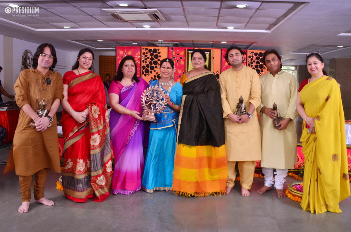 ADD NEWS IMAGES PRESIDIANS MESMERIZED BY MRS. NARAYAN'S BEAUTIFUL KATHAK RECITAL