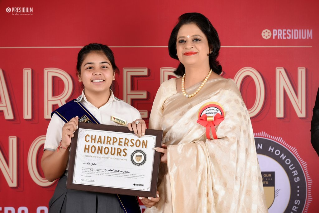 SUDHA MA'AM HONOURS YOUNG ACHIEVERS OF PRESIDIUM GURGAON AT CPH