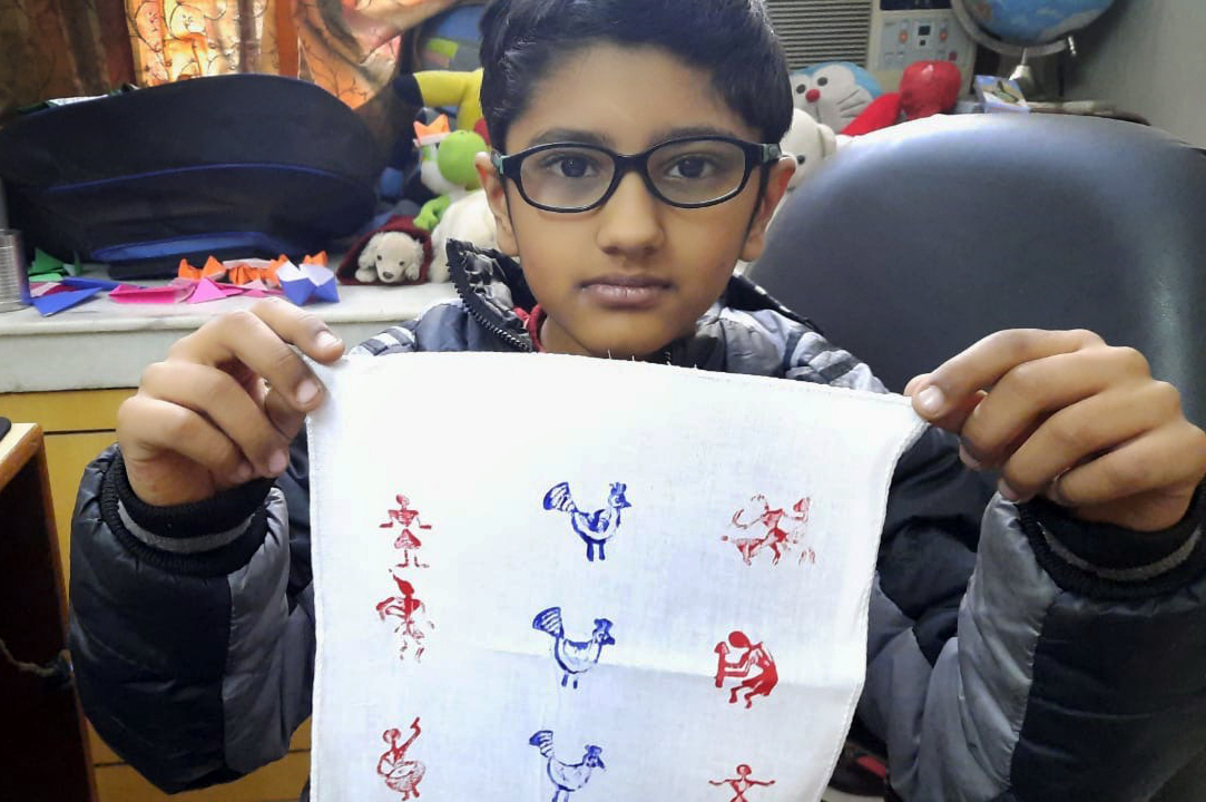 STUDENTS PARTICIPATE IN BLOCK PRINTING WITH GREAT ENTHUSIASM