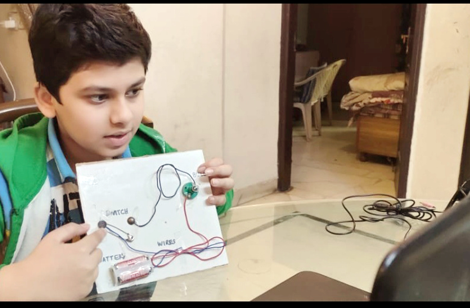 STUDENTS TAKE PART IN ELECTRIC CIRCUIT ACTIVITY 2020