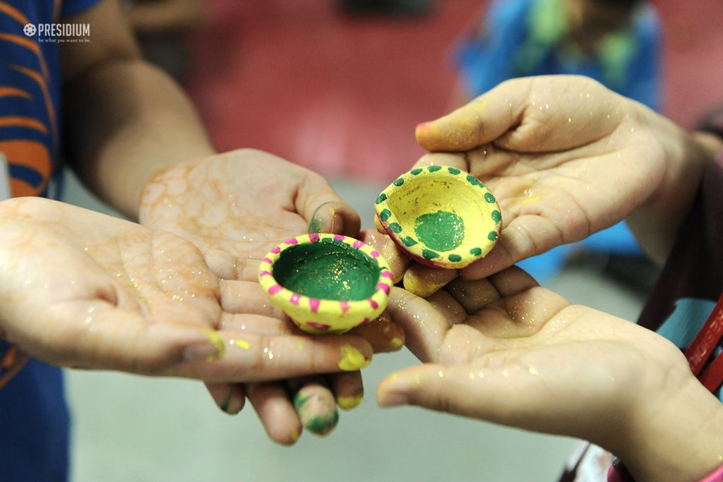 PRESIDIANS DESIGN STRIKING LANTERNS & DIYAS FOR DIWALI DECORATION